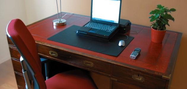 Antik stílusú íróasztal